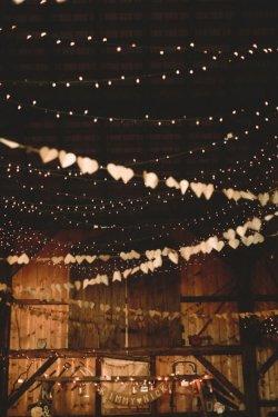 fall-wedding-ideas-for-a-backyard-barnhouse-wedding-decorate-with-string-lights