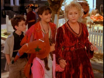 halloweentown-halloweentown-2259572-640-480_1-1