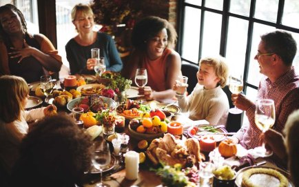thanksgiving-family-dinner-survive1116