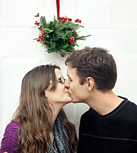 kissing-under-mistletoe