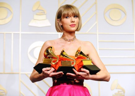 grammys-2016-taylor-swift-backstage-awards-billboard-1000