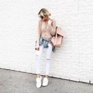 pink-sweater-white-jeans-outfit-498x500
