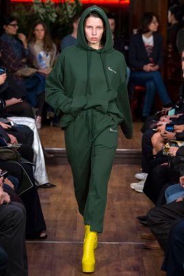 vetements-ss-2016-man-repeller-7-runway-balenciaga