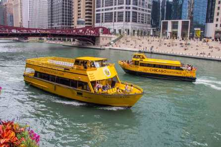 cwt-water-taxis-chicago-river