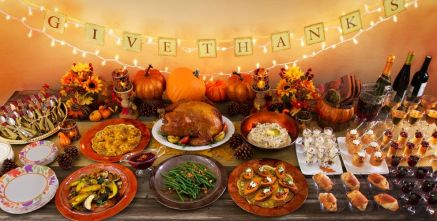 friendsgiving-decorations-from-party-city