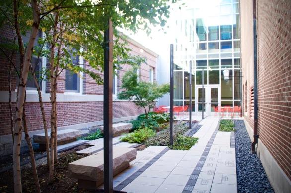lincoln-hall-courtyard