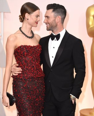 behati-adam-looked-so-love-when-walked-oscars-red