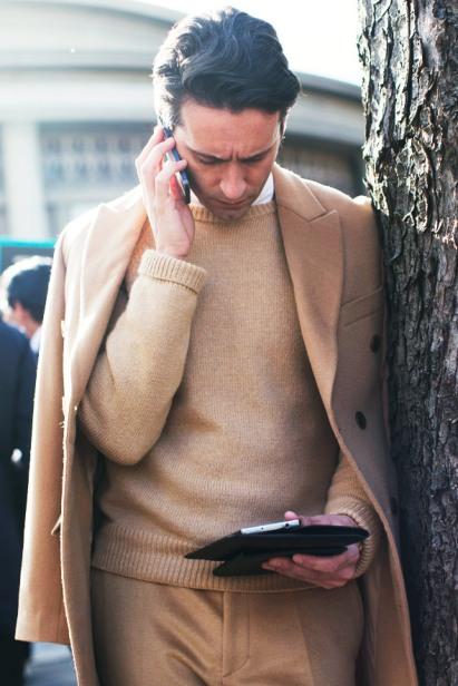 coats-over-shoulders-trend-men-slinging-1