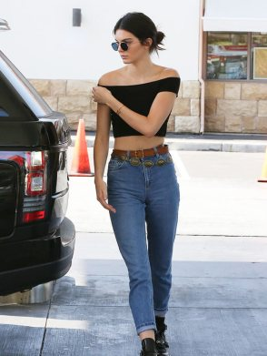980x1306-leuk-com-gallery-26016-kendall-jenner-out-in-la-30-july-disc-belt-off-duty-looks-aki-gsi-gallery-jpg