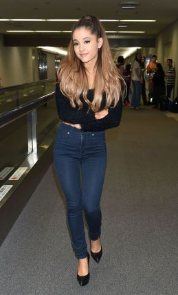 ariana-grande-at-narita-international-airport-in-tokyo-september-2014_5