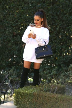 ariana-grande-phone-call-before-the-grammys-2-15-2016-3