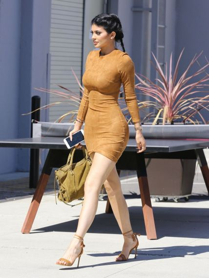 kylie-jenner-skin-tight-dress-smashbox-studios-in-culver-city-september-2015_1