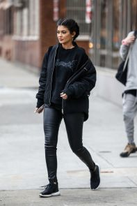 kylie-jenner-street-style-out-in-new-york-city-february-2016-1