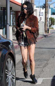 vanessa-hudgens-street-style-los-angeles-ca-february-2016-4
