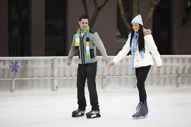 ice-skating-valentines-day-date-ideas