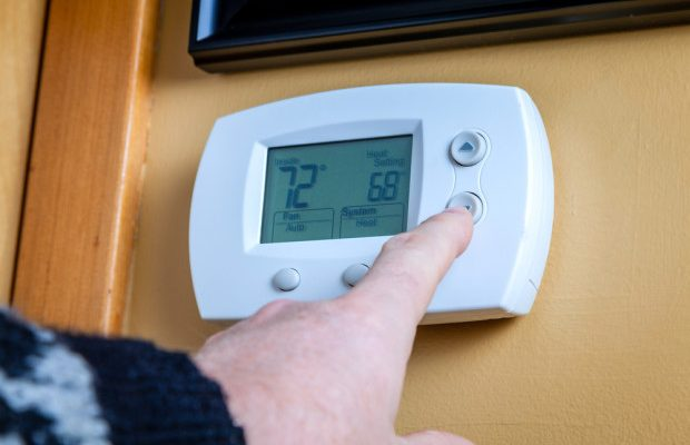 diy-thermostat-controlling-air-moisture-shutterstock_207407488-e1448916974568-620x400