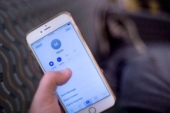 uc-irvine-cell-phone-mom